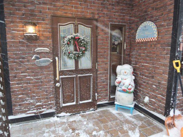 雪の中のスノーマン