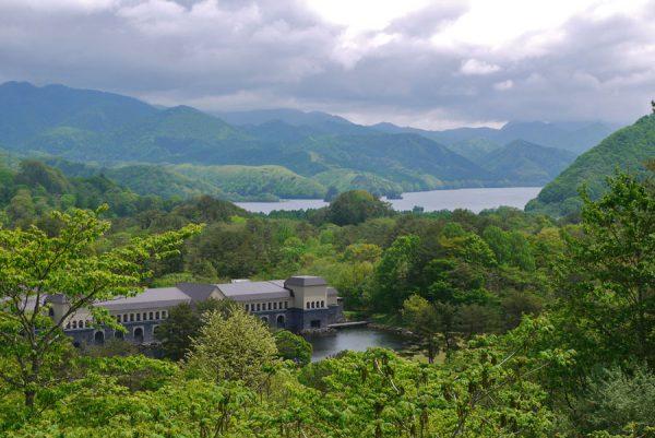 磐鏡園、秋元湖